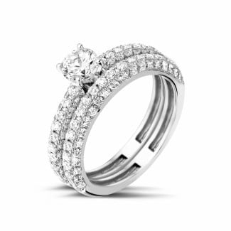 Matching diamond engagement and wedding band in white gold with a central diamond of 0.50 carat and small diamonds