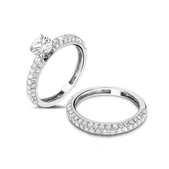 Matching diamond engagement and wedding band in white gold with a central diamond of 0.70 carat and small diamonds