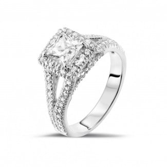 Halo ring - 1.00 carat solitaire ring in white gold with princess diamond and side diamonds