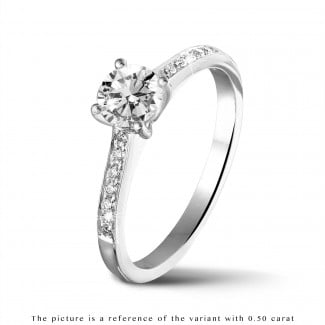 Rings - 1.00 carat solitaire ring in platinum with four prongs and side diamonds