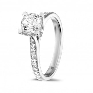 Gold diamond ring - 0.90 carat solitaire diamond ring in white gold with side diamonds