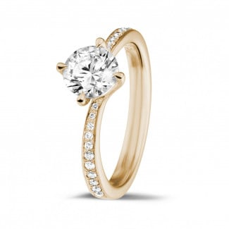 Romantic - 1.00 carat solitaire diamond ring in red gold with side diamonds
