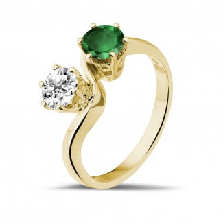 Jewels with ruby, sapphire and emerald - Toi et Moi ring in yellow gold with round diamond and emerald