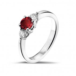 Engagement - Trilogy ring in white gold with a central ruby and 2 round diamonds