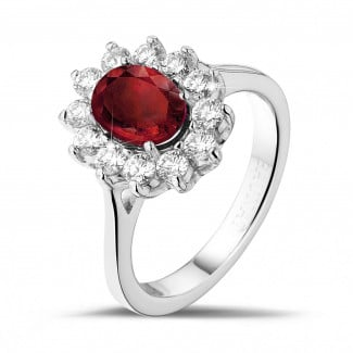 Jewels with ruby, sapphire and emerald - Entourage ring in white gold with an oval ruby and round diamonds