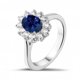 Engagement - Entourage ring in white gold with an oval sapphire and round diamonds