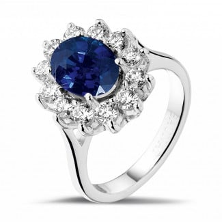Jewels with ruby, sapphire and emerald - Entourage ring in platinum with an oval sapphire and round diamonds