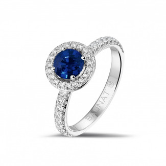 Jewels with ruby, sapphire and emerald - Halo solitaire ring in platinum with a round sapphire and small diamonds