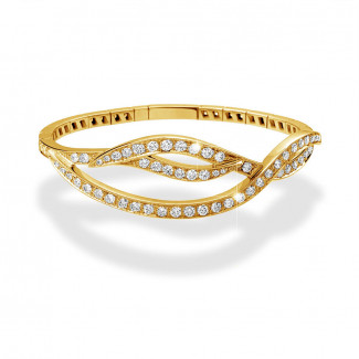 3.86 carat diamond design bracelet in yellow gold