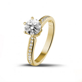 Engagement - 1.00 carat solitaire diamond ring in yellow gold with side diamonds