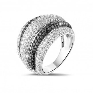 4.30 carat ring in white gold with black and white round diamonds