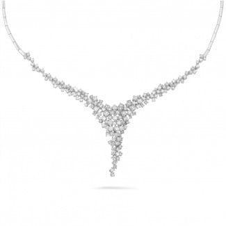 Necklaces - 5.90 carat diamond necklace in white gold