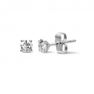 Earrings - 1.00 carat classic diamond earrings in white gold with four prongs