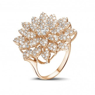 Romantic - 1.35 carat diamond flower ring in red gold