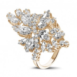 Red Gold - 5.80 carat ring in red gold with marquise and round diamonds
