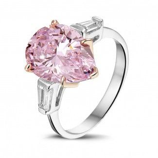 High Jewellery - Ring in white gold with 'fancy pink' pear shaped diamond and  taper cut diamonds