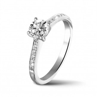 Engagement - 0.50 carat solitaire ring in white gold with four prongs and side diamonds