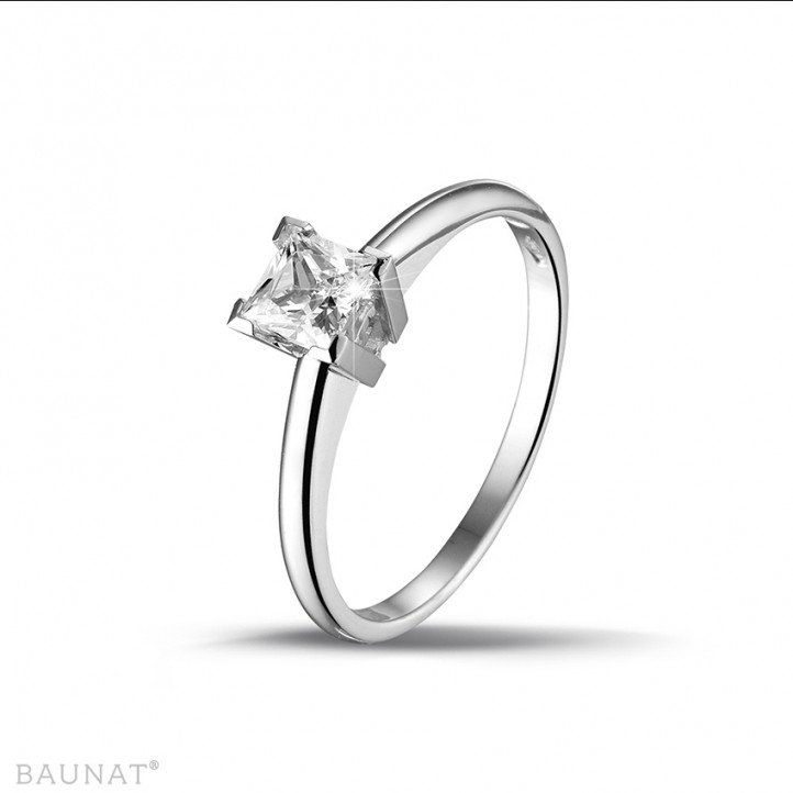 0.50 carat solitaire ring in white gold with princess diamond
