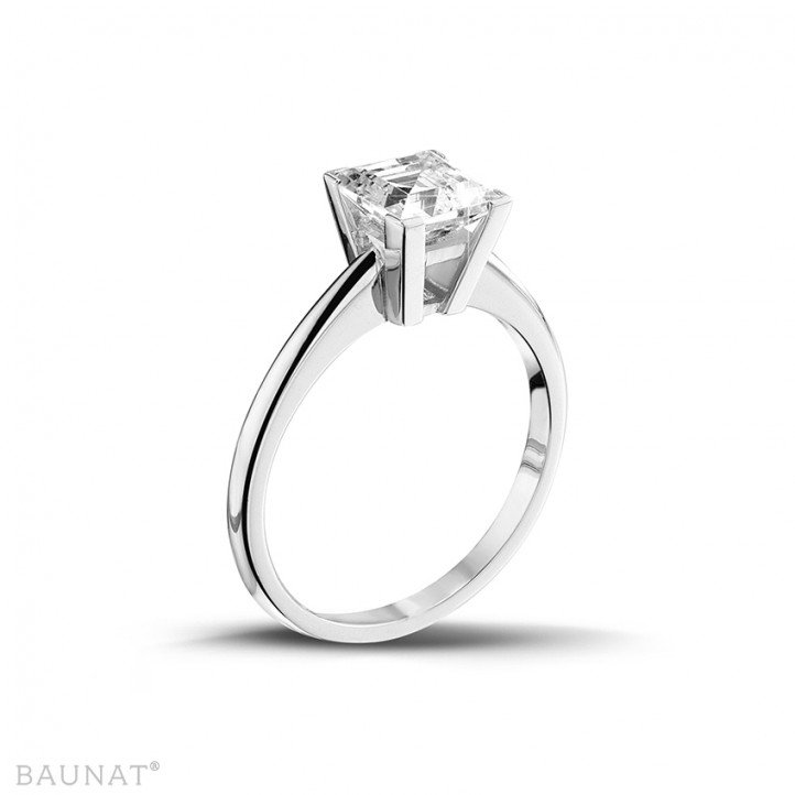 2.00 carat solitaire ring in white gold with princess diamond