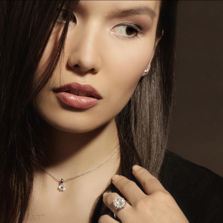 3.00 carat white golden solitaire pendant with round diamond