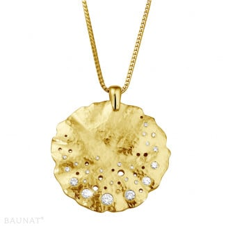- 0.46 carat diamond design pendant in yellow gold