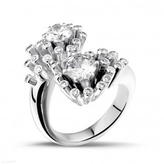 Engagement - 1.40 carat diamond Toi et Moi design ring in white gold