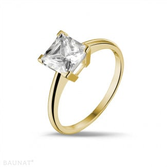 2.50 carat solitaire ring in yellow gold with princess diamond