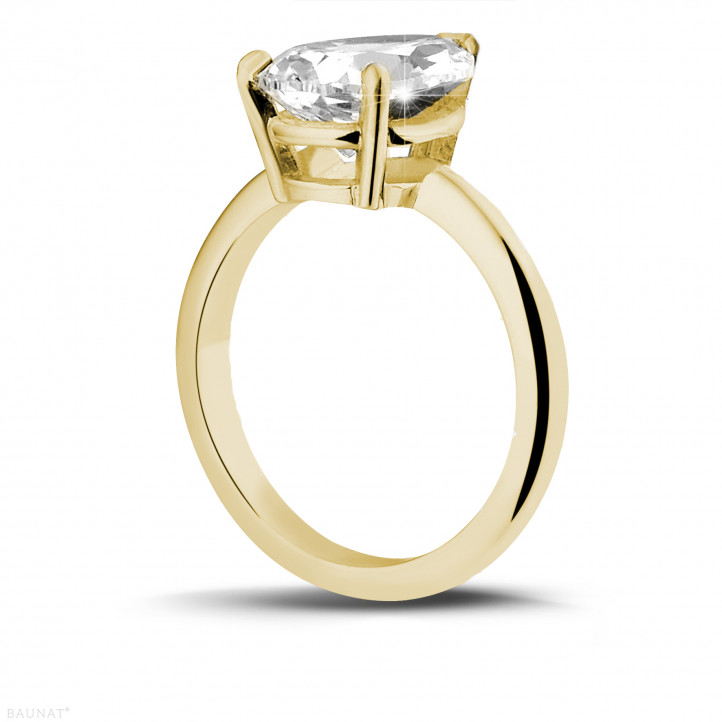 3.00 carat solitaire ring in yellow gold with pear shaped diamond