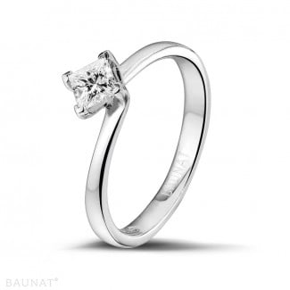 - 0.50 carat solitaire ring in white gold with princess diamond