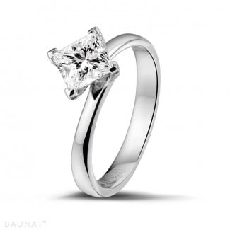 Engagement - 1.00 carat solitaire ring in white gold with princess diamond