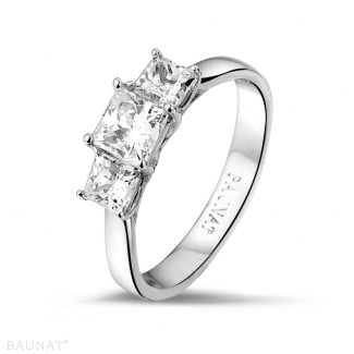 Engagement - 1.05 carat trilogy ring in white gold with princess diamonds