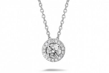 Buying a diamond necklace: which model?