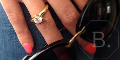 Tradition: a diamond engagement ring in yellow gold