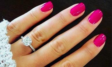 Nail polish tips: accentuate your white gold brilliant ring