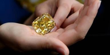 Les plus beaux colliers en diamants colorés jaunes
