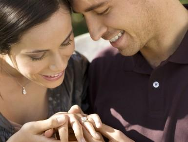 Hints and tips for buying an engagement ring online