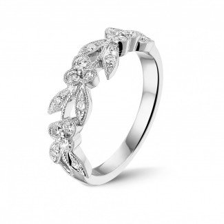 0.32 karaat florale alliance in wit goud met kleine ronde diamanten