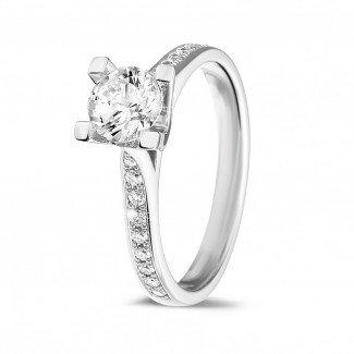 圆形钻石戒指 - 0.75克拉白金单钻戒指 - 戒托群镶小钻