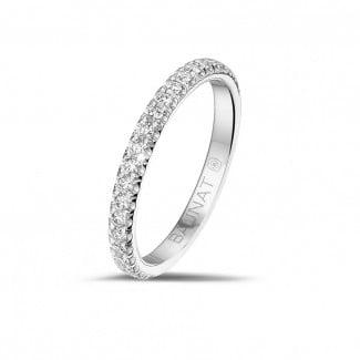 圆形钻石婚戒 - 0.35克拉白金镶钻婚戒(半环镶钻)