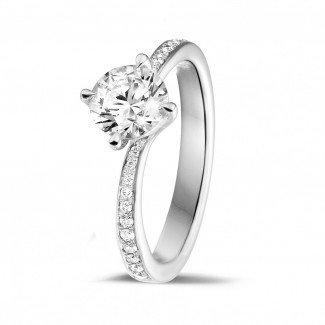 白金钻石求婚戒指 - 1.00克拉白金单钻戒指 - 戒托群镶小钻