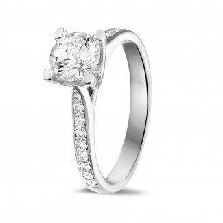 铂金钻石求婚戒指 - 1.00克拉铂金单钻戒指 - 戒托群镶小钻