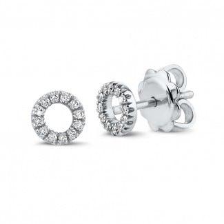 字母O白金钻石耳环