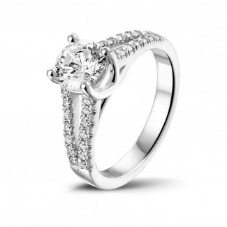 圆形钻石白金戒指 - 1.00克拉白金单钻戒指 - 戒托群镶小钻