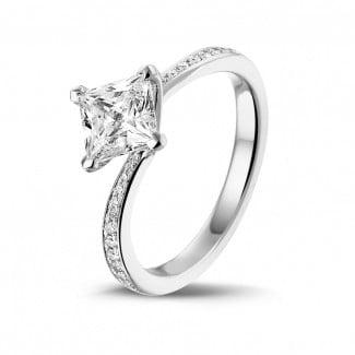 钻石求婚戒指 - 1.00克拉白金公主方钻戒指 - 戒托群镶小钻