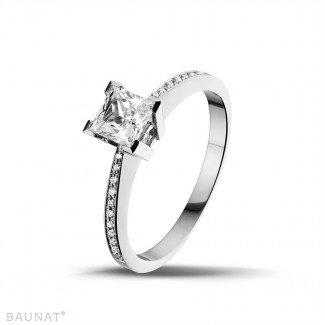 - 0.75克拉白金公主方钻戒指 - 戒托群镶小钻