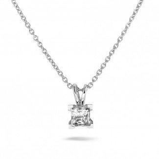 - 1.00克拉白金吊坠,镶有品质卓越的公主方钻(D-IF-EX)